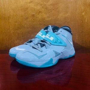 Men's Nike Lebron Solider VII